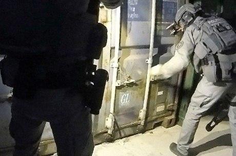 Polícia holandesa encontra contêiner usado para tortura