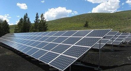 Discussão sobre painéis solares chega à Câmara