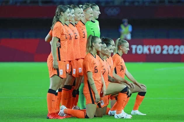 Holanda - Favorita ao jogo, a seleção vice-campeã mundial em 2019 começou com tudo, marcou com apenas dois minutos, mas viu o Brasil controlar o jogo em sequência. Destaque positivo vai para Diedema, que marcou dois gols, mas destaque negativo vai para a zagueira Nouwen, que falhou feio no gol de Ludmila.