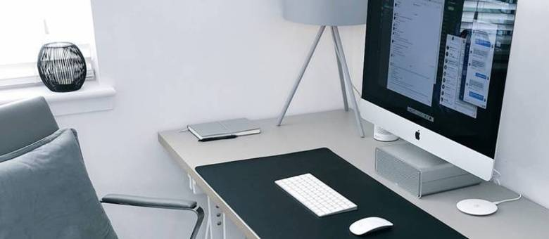 Trabalhar em casa requer disciplina com horários e equipamentos adequados para não prejudicar o rendimento e a postura.