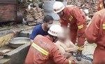 Segundo os bombeiros, foram necessários 12 homens para realizar a operação com segurança