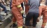 Após uma avaliação da situação, os bombeiros traçaram uma estratégia de resgateVEJA ISSO:Chocante! Larvas se unem e viram 'cobra' para assustar predadores