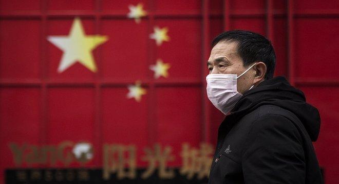 Além de Wuhan, epicentro do surto, mais de 10 cidades chinesas estão em quarentena