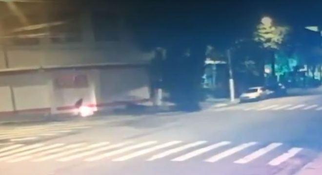 Vídeo mostra momento em que homem ateou fogo em morador de rua na Mooca