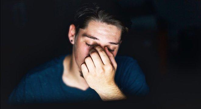 Uma tela no modo escuro tende a cansar menos os olhos do usuário Menos energia