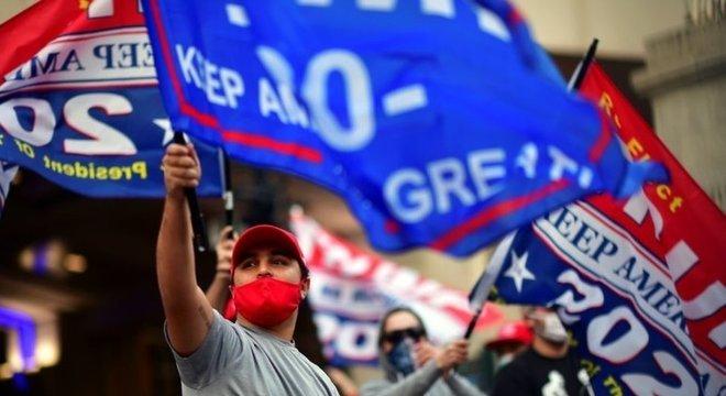 A apuração dos votos tem sido marcada por protestos entre apoiadores de Trump e Biden