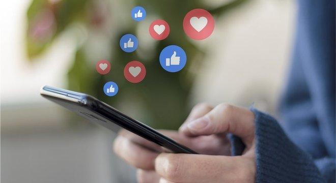 Muitos americanos conservadores dizem acreditar que Facebook e Twitter são parciais e praticam moderação injusta contra eles. Mas até que ponto isso é verdade?
