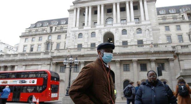 Até agora, todas as mortes por vírus no Reino Unido ocorreram entre pessoas com mais de 60 anos ou com doenças pré-existentes