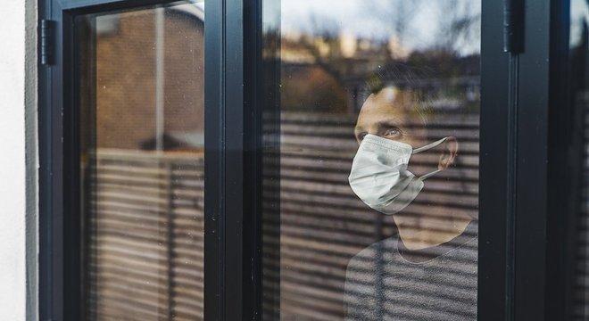 Estratégia considerada mais eficiente para evitar a propagação do coronavírus, isolamento social também tem causado problemas