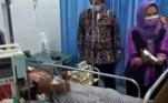Em uma operação cansativa e arriscada de quatro horas, uma equipe de médicosconseguiu remover com sucesso a maior parte do tumor