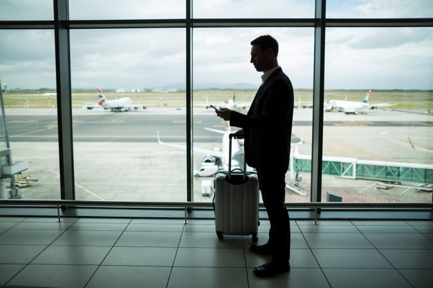 Determinação vale inclusive para aqueles com vistos ou permissão de residência em vigor