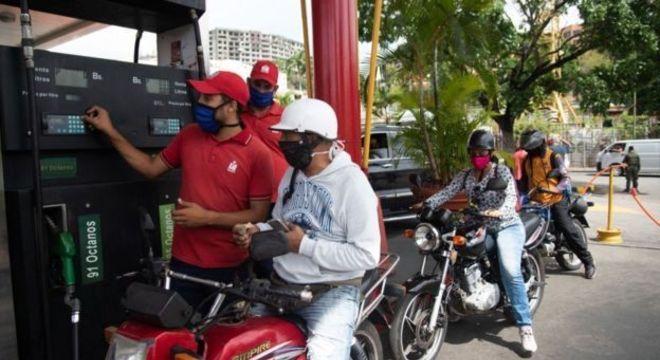 Venezuela sofre com grave escassez de gasolina