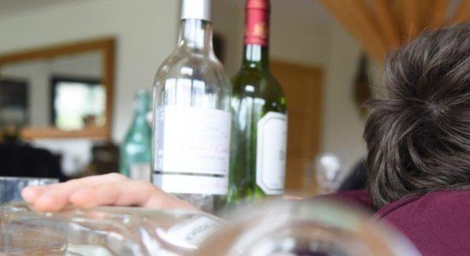 Excesso de blecautes pode ser indicativo de um problema mais sério com a bebida