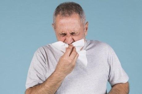 Use lenço de papel para espirrar ou tossir