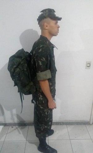 6345bd7a3a Homem é preso por usar uniforme falso do Exército em Belo Horizonte ...