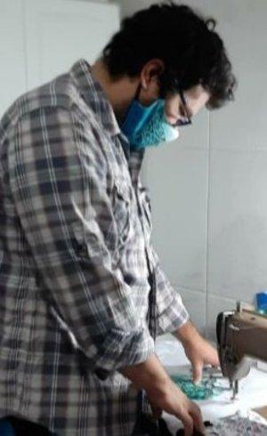 """'Divulguei minhas máscaras em grupos de mergulhadores e bombou"""", disse Santos"""