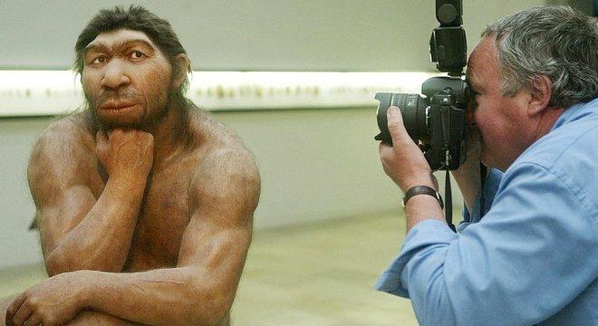 Humanos modernos têm traços mais 'delicados' que os dos neandertais Rostos menores e com traços mais suaves