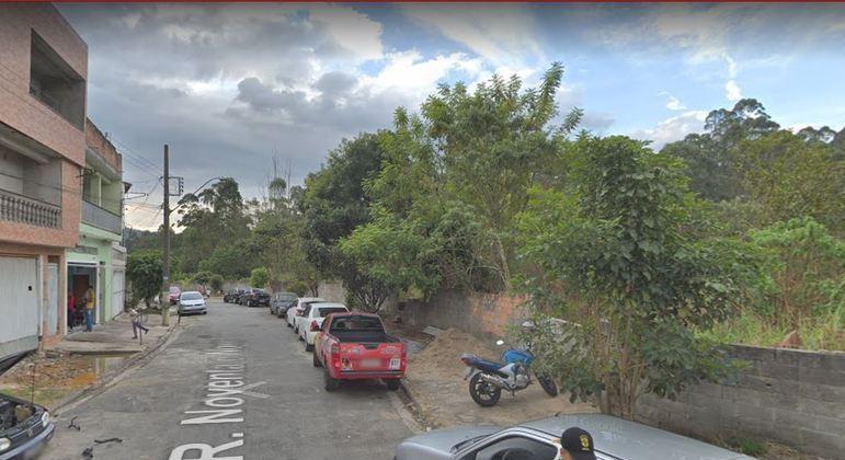 Homem mata em esconde corpo de  vítimas em matagal na rua Noventa e Nove, em Guarulhos (SP)