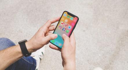 A dependência tecnológica tem feito com que muitos decidam deletar suas contas nas redes sociais