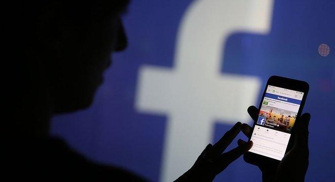 Página no Facebook questionando processo eleitoral nos EUA havia tido um crescimento exponencial nas últimas 48h, reunindo mais de 360 mil pessoas