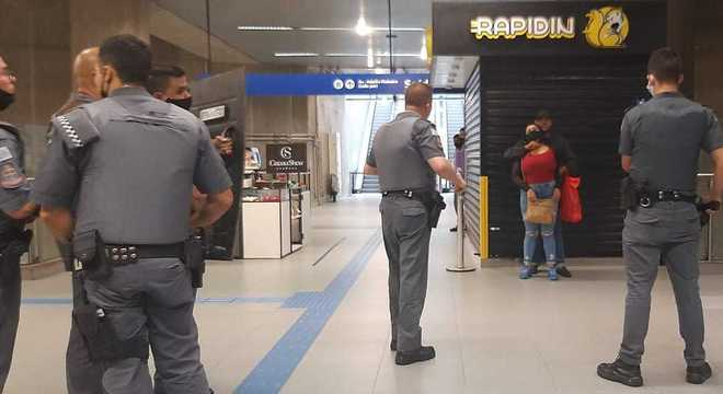 Mulher é feita refém na Estação Adolfo Pinheiro