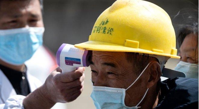 A China realiza vários controles para detectar a covid-19
