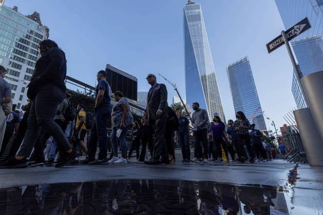 Dezenas de membros do Centro de Investigação dos EUA participaram da homenagem. O atentado deixou quase 3 mil mortos