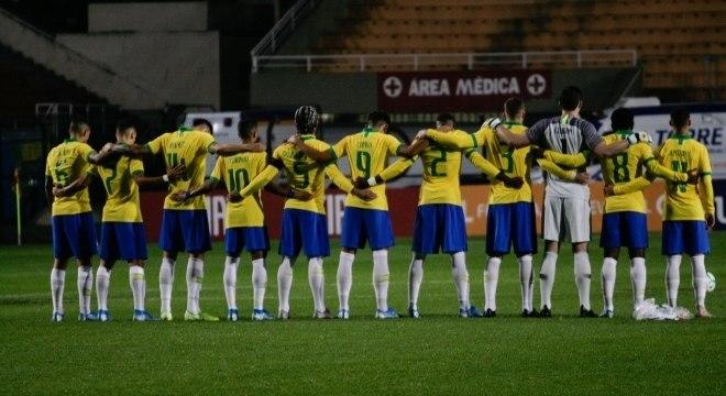 Jogadores da seleção brasileira sub-23 prestaram homenagem antes de amistoso