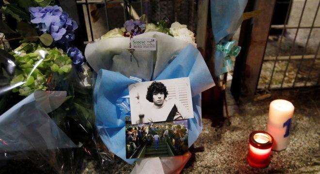 Fãs por todo mundo prestam homenagens a Diego Armando Maradona