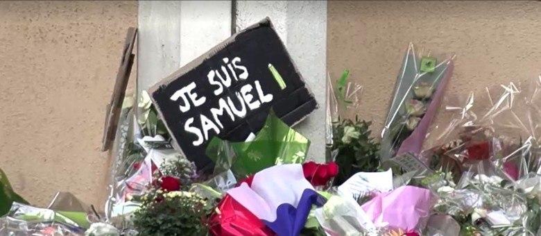 Homenagem ao professor francês Samuel Paty, morto decapitado por um radical islâmico