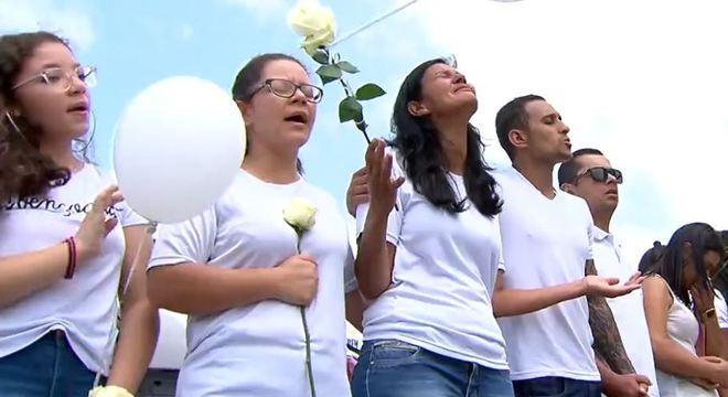Caso Raíssa: familiares e amigos prestam homenagens à menina