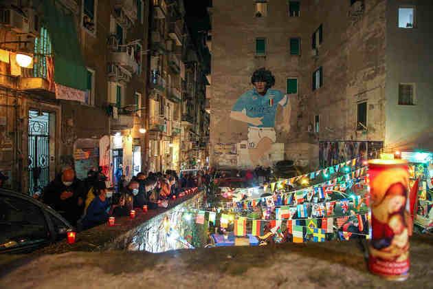Homenagens a Maradona no bairro Quartieri Spagnoli.