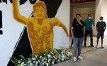 O Dorados de Sinaloa (México), penúltimo time que teve Maradona como treinador, fez uma homenagem para o argentino após o anúncio de sua morte, diante do painel que foi pintado após sua contratação, em 2018