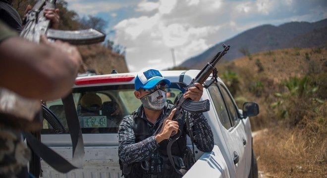 Civis armados contra o crime organizado são uma resposta extrema na América Latina diante da falta de soluções do Estado para o problema da violência crescente