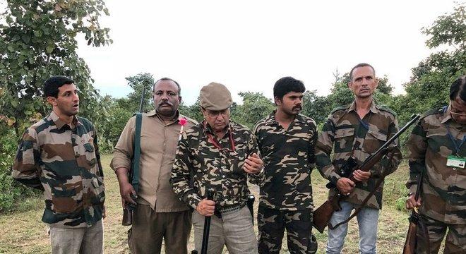 Operação em busca a animal na Índia mobiliza dezenas de pessoas