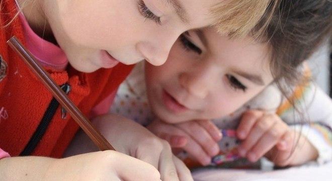 Mães dão dicas de homeschooling para atravessar período de quarentena