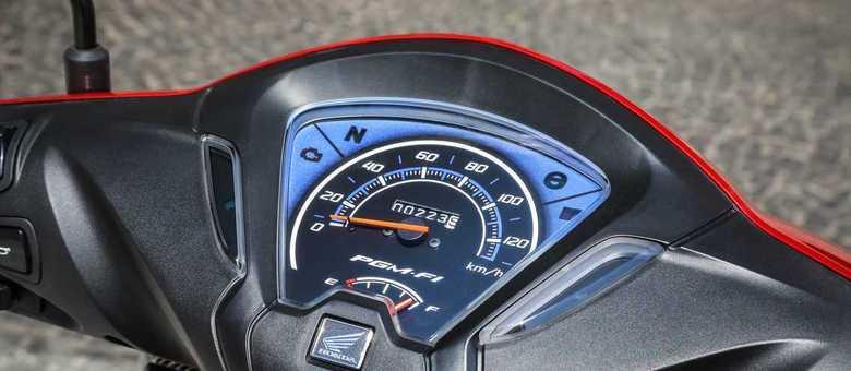 Painel da versão 110 não tem nada além do essencial: velocímetro e nível de combustível