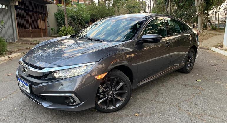 O Honda Civic Touring 2021 é a versão mais interessante de um carro que está sob ameaça no mercado nacional