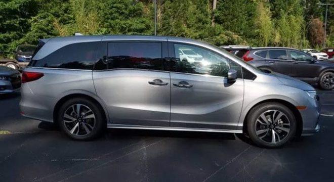 A Honda Odyssey chega por aqui na versão Elite, a mais cara.