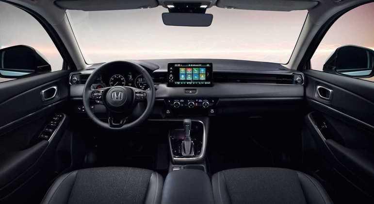 Interior recebeu nova central multimídia flutuante de 9 polegadas com suporte para Android Auto e Apple CarPlay