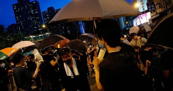 Manifestantes entram em confronto com polícia em Hong Kong