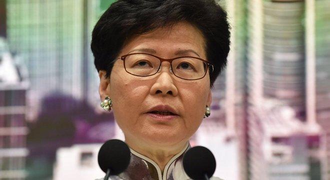 Carrie Lam anuncia suspensão de proposta que permitiria extradição para China continental