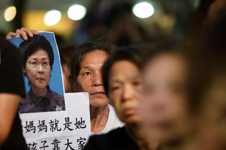 Mães de Hong Kong fizeram protesto nesta sexta