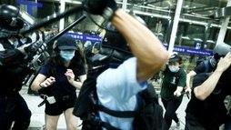 Falta de segurança e as 'fake news' são desafios de repórter em Hong Kong (Thomas Peter/Reuters - 13.8.2019)