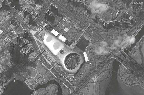 Satélite captou imagem de estádio cheio de tropas da China