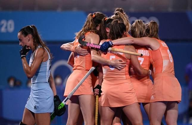 HÓQUEI NA GRAMA - A Holanda venceu a Argentina por 3 a 1 e conquistou a medalha de ouro no hóquei na grama feminino. Foi o quarto ouro olímpico da seleção holandesa na história das Olimpíadas. Já a Argentina foi ao pódio pela quinta vez nas últimas seis edições, mas segue sem o ouro.