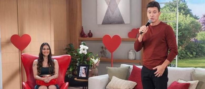 """No quadro """"Vai dar Namoro - Em Casa"""", Rodrigo tenta ajudar Grazy a sair da solterice"""