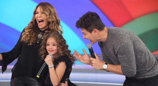 Elba Ramalho com a pequena Lara Vitória, de 8 anos