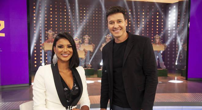 """No Hora do Faro, Jakelyne Oliveira rebate rótulo de """"fake"""" e fala sobre  relação com Mariano - RecordTV - R7 Hora do Faro"""