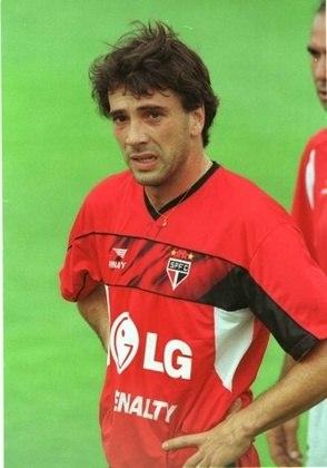 Horacio Ameli - O zagueiro jogou no São Paulo em 2001. Fez 15 jogos em marcou um gol durante sua trajetória no Tricolor.